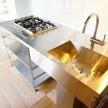 キッチンも大きな4口ガスコンロ!
