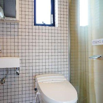 トイレには小窓も♪