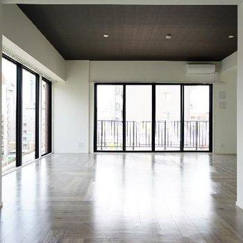 ※6階のお部屋(間取りは一緒、床材が違います)ヘリンボーンカッコいい!