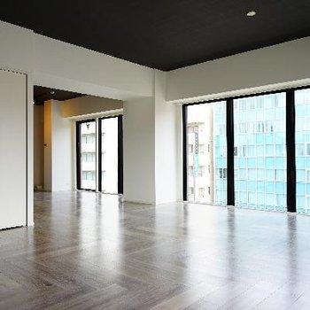 ※6階のお部屋(間取りは一緒、床材が違います)