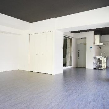 ※3階のお部屋(間取りは一緒、床材が違います)