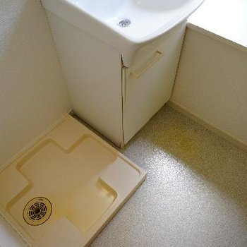 横に洗濯機です。