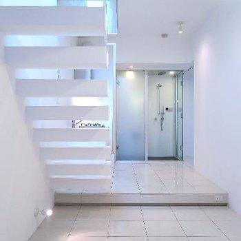 階段で秘密の地下に潜りましょう…