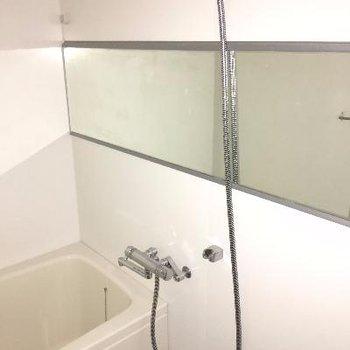 横長の鏡は自分磨き用?