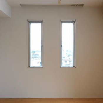 2つの切り取られた窓。