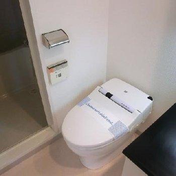 タンクレストイレ。※写真は別部屋です。