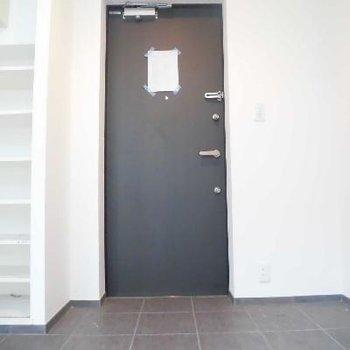 玄関はとっても広いのでお客さん呼んでも大丈夫!