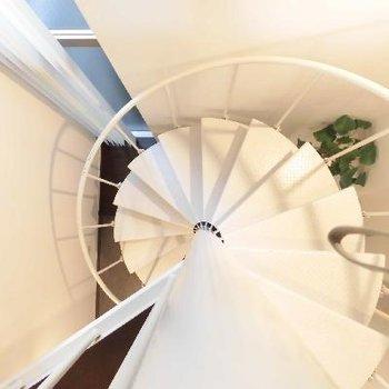 ぐるりと螺旋階段で