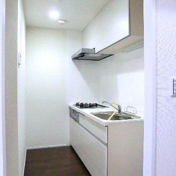 キッチンスペースは半個室。なんでも置けちゃう。