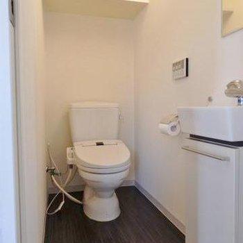 トイレは少し広めです。
