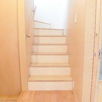 2階に上がりましょう!