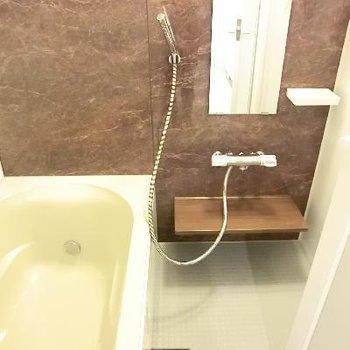 お風呂も広い。シャワーのヘッドがおしゃん。