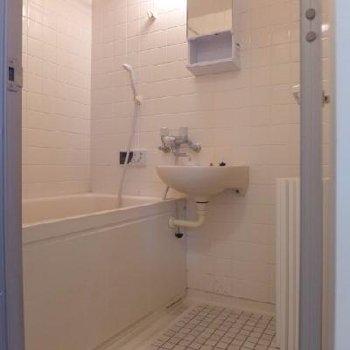 お風呂は普通だけれども、浴室乾燥機付き!