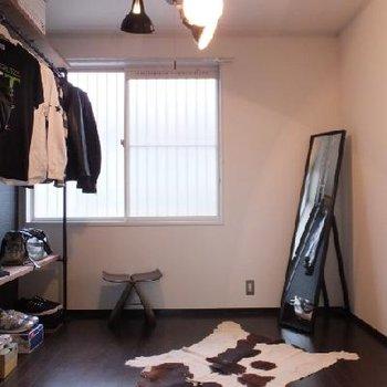 東側のお部屋はシックな雰囲気です