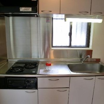 こちらがキッチン。嬉しいサイズですね~