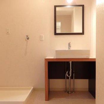独立洗面台もおしゃれなタイプのものを使用