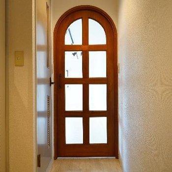 アーチの扉がかわいい♪