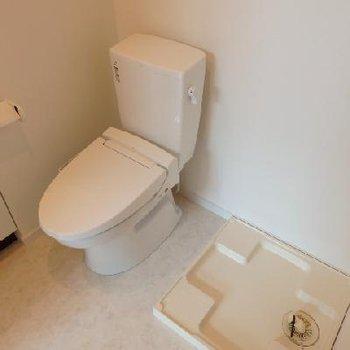 洗濯機はトイレの隣