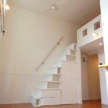 階段でロフトに上がれます