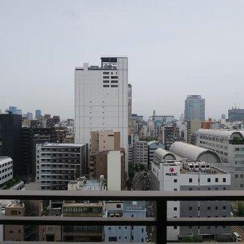 14階からの眺望、さすがのものです。