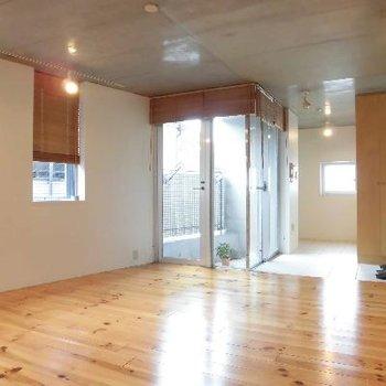 コンクリ&白壁&木材!これがいいですよ!