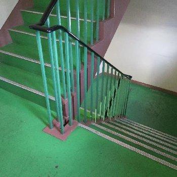 2階はエレベーターではなく階段で!