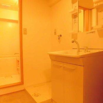 シャワーヘッドの洗面台で朝もラクラク!