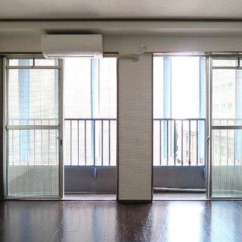 2つ並んだ窓がいい感じ。