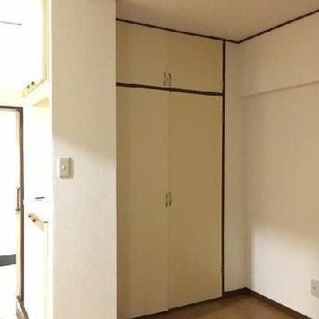 玄関前にリビングとつながるも4.5帖ほどのスペースがあります