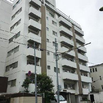 8階建のRCマンションです