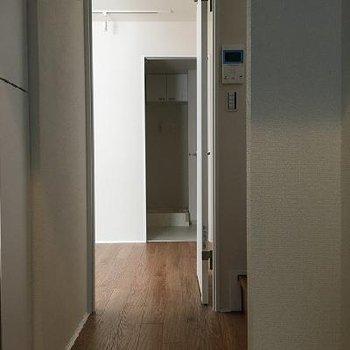 下階のお部屋は10.7帖あります!