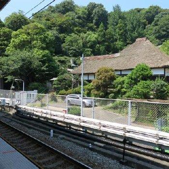 茅葺き屋根の正体は横浜市認定の歴史建造物!