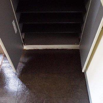 下駄箱はこんな感じです。