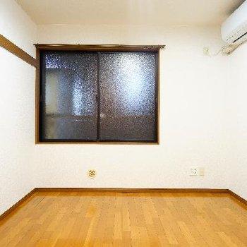5.5帖のコンパクトなお部屋。