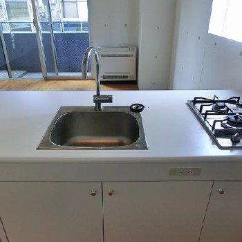 2口コンロの対面キッチン※画像は4階