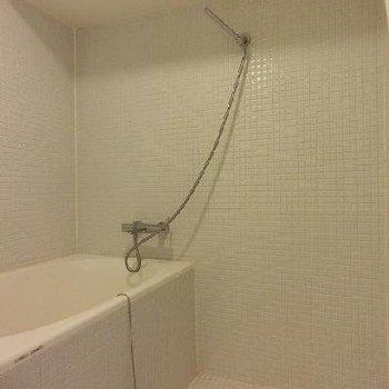 お風呂は前面白タイル張り※画像は4階
