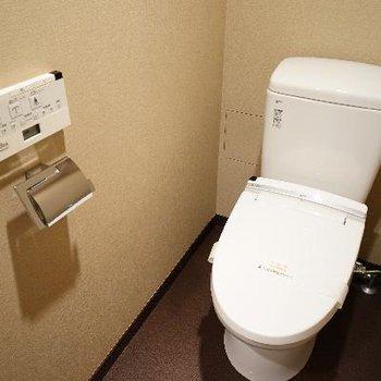 トイレはもちろんウォシュレットが!