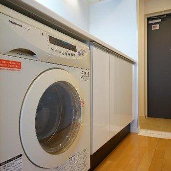 下には乾燥付き洗濯機が!