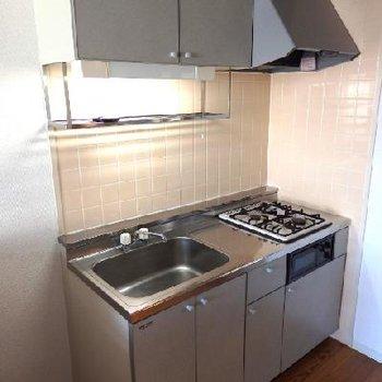 キッチンは2口ガスコンロ+グリル付き