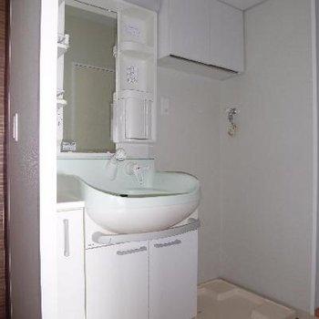 シャワーヘッドで朝も楽ちんですよ*フラッシュ撮影です