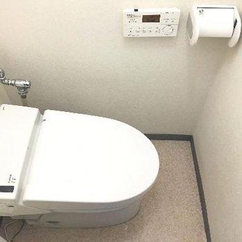 トイレは個室。スマートなタイプ。