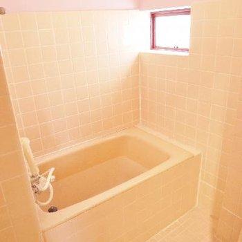 総タイルのお風呂