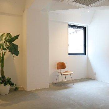 シンプルで明るいお部屋です。