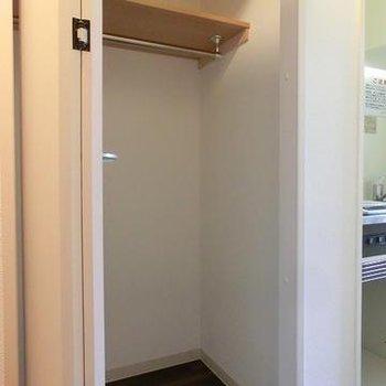収納は小さいですが2箇所に※写真は別のお部屋です
