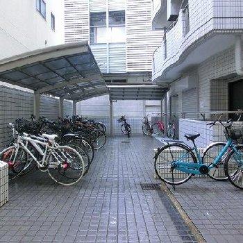 バイク、駐輪場あり。※写真は別のお部屋です
