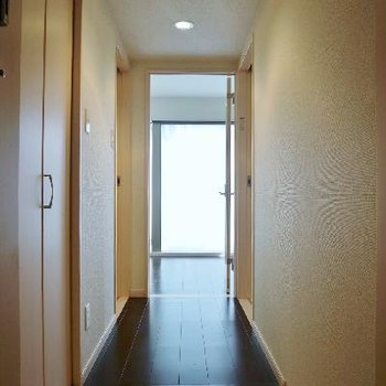 ただいま。玄関からお部屋へ!