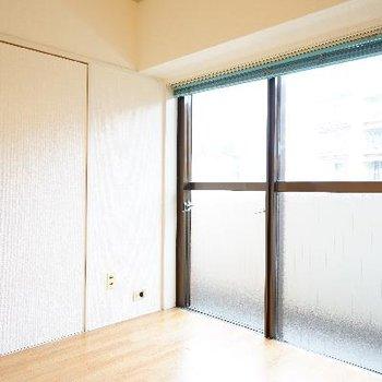 4.5帖の洋室も明るい空間♪