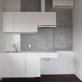 キッチンはIH2口コンロです。※画像は別室です