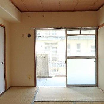 畳敷きの和風なお部屋です。