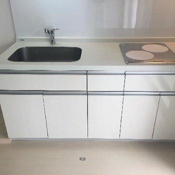 IH2口ですっきりとしたキッチン
